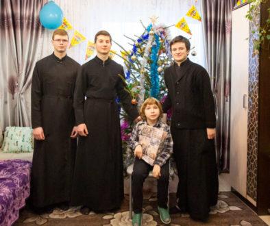 """Семинаристы поздравили с праздником Рождества Христова героев благотворительной акции """"Белый цветок"""""""