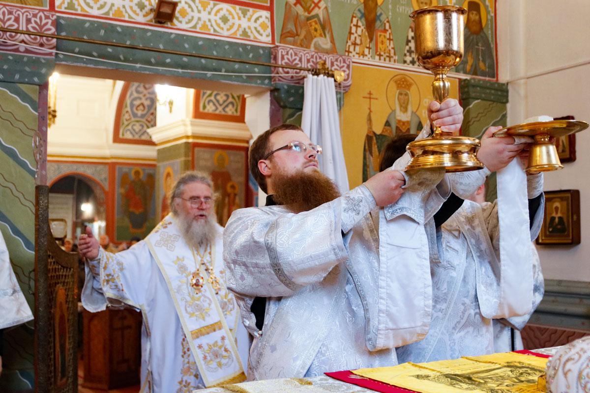 В праздник Богоявления ректор семинарии совершил Литургию в Свято-Покровском соборе города Витебска