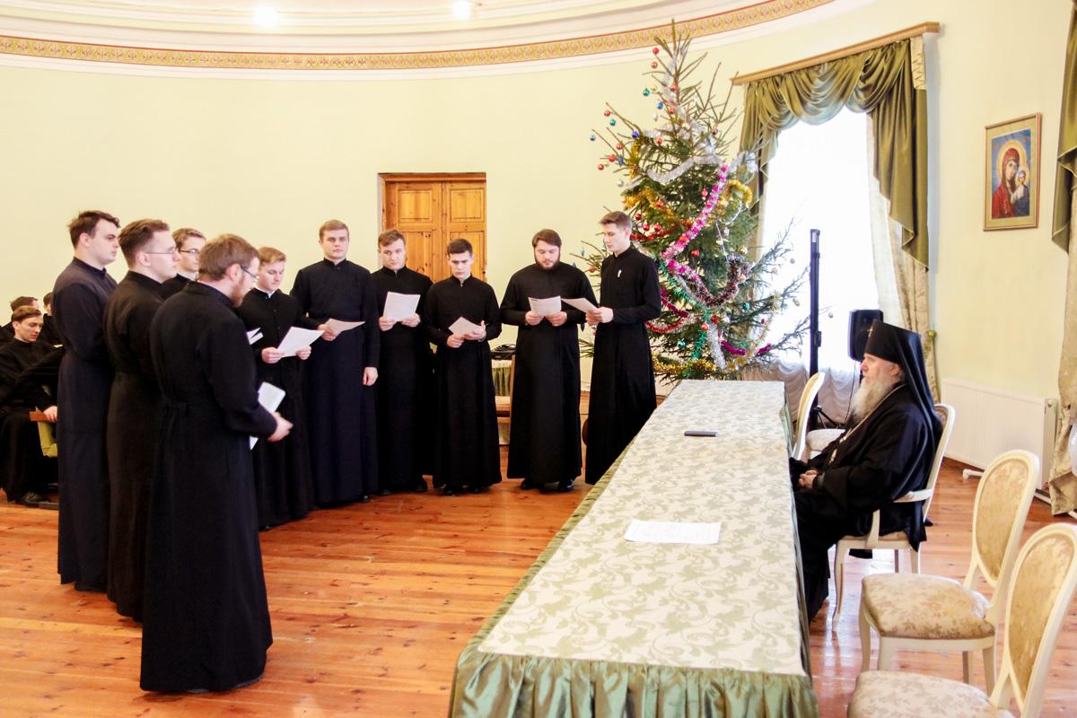 В актовом зале семинарии прошла встреча студентов с ректором