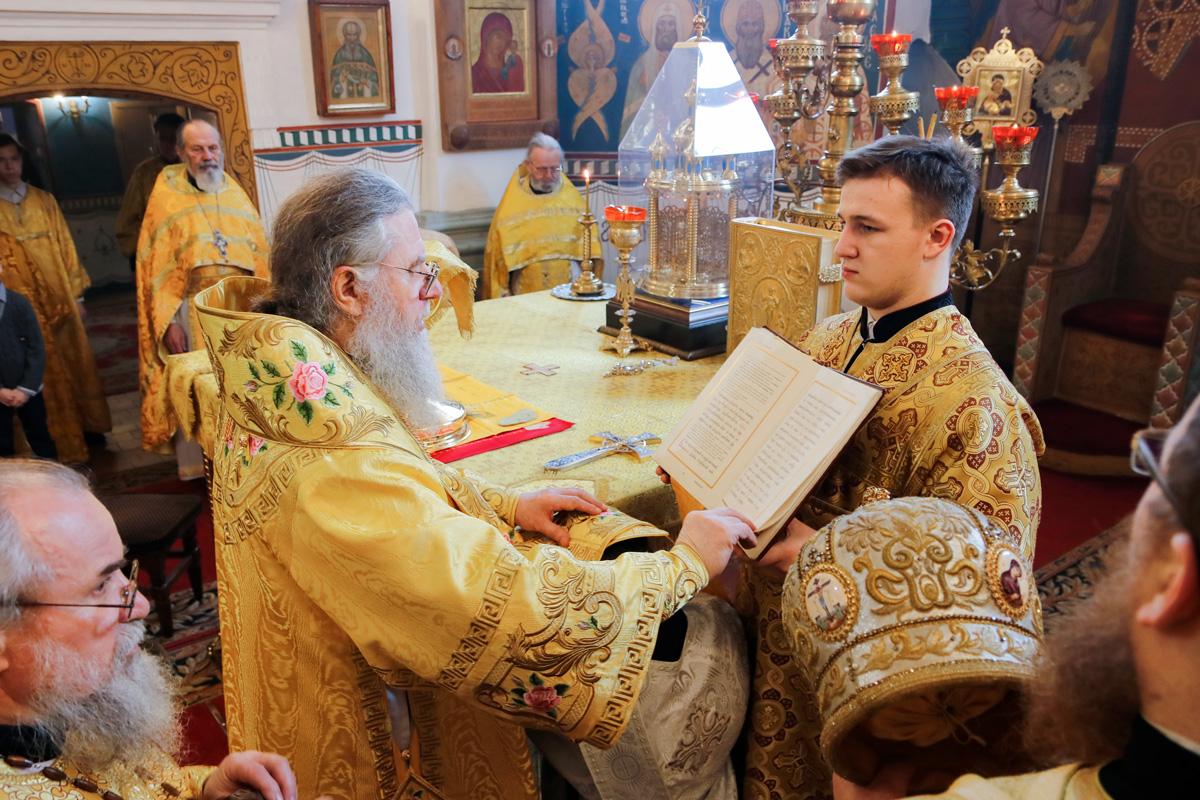В Неделю святых отец ректор семинарии совершил диаконскую и иерейскую хиротонии в Свято-Покровском соборе города Витебска