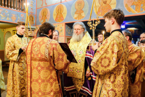 Архиепископ Димитрий совершил вечерню с акафистом Иисусу Сладчайшему в Свято-Георгиевском храме города Витебска