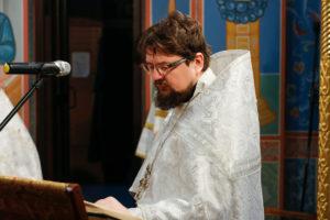 В навечерие Рождества Христова первый проректор семинарии совершил Божественную литургию в храме Воскресения Христова