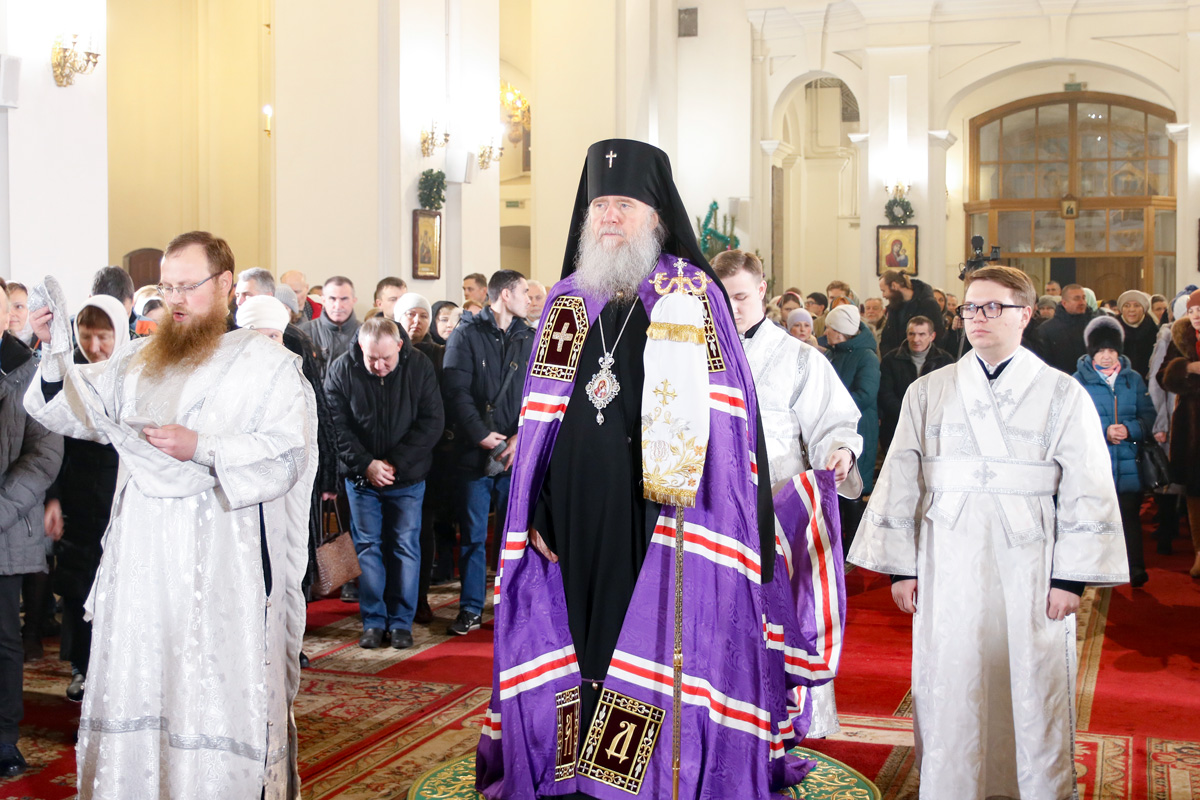 В праздник Рождества Христова ректор семинарии совершил Божественную литургию в Свято-Успенском кафедральном соборе