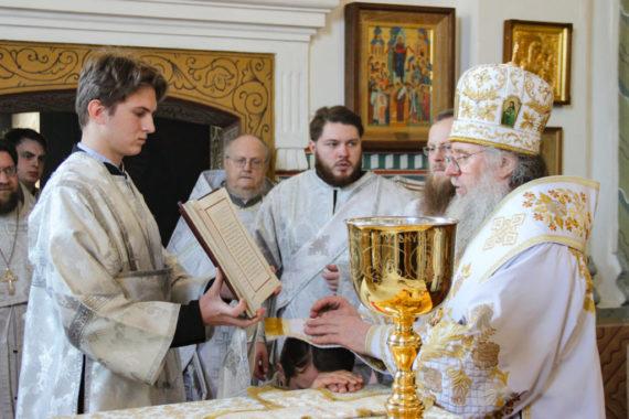 В праздник Сретения Господня ректор семинарии совершил диаконскую хиротонию в Покровском соборе города Витебска