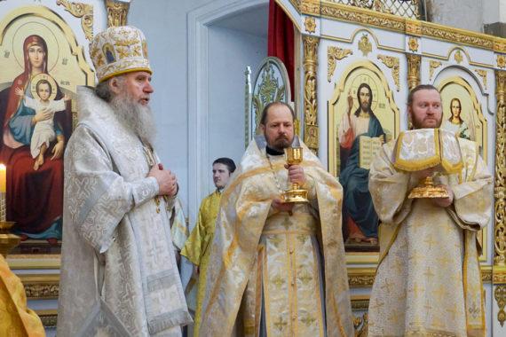 В Неделю о блудном сыне ректор семинарии совершил Литургию в храме святой великомученицы Ирины