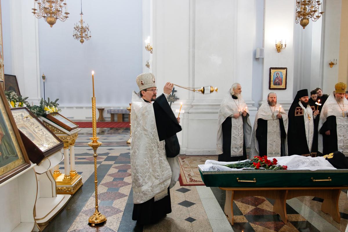 Преподаватели и студенты семинарии приняли участие в отпевании новопреставленного монаха Серафима (Тарамыкина)