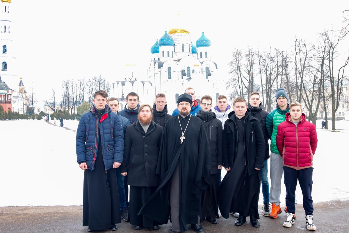 Руководство и студенты семинарии посетили Николо-Угрешский мужской ставропигиальный монастырь