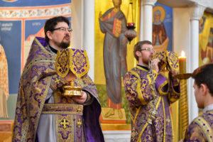 В Неделю Крестопоклонную первый проректор семинарии совершил Литургию в храме Воскресения Христова