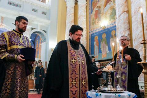 В канун Недели 1-й Великого поста первый проректор семинарии совершил всенощное бдение в храме Воскресения Христова