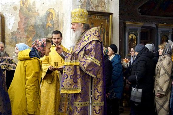 В канун Недели Крестопоклонной ректор семинарии совершил всенощное бдение в храме святой великомученицы Ирины