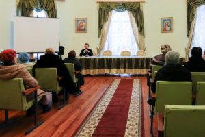 Преподаватель литургики провел лекцию для посетителей отделений дневного пребывания территориальных центров социального обслуживания населения города Витебска