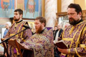 Проректор по воспитательной работе совершил утреню с парастасом в храме Воскресения Христова