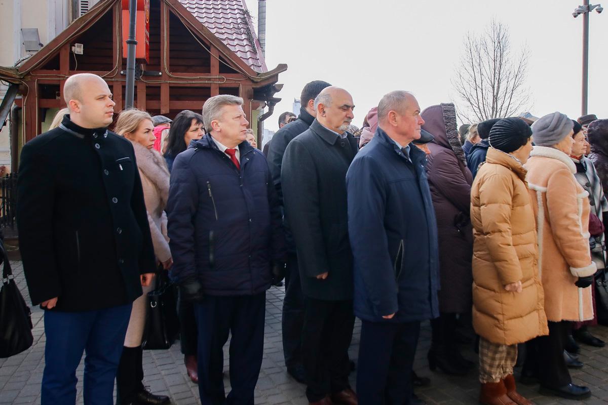 На фасаде здания семинарии была торжественно открыта мемориальная доска