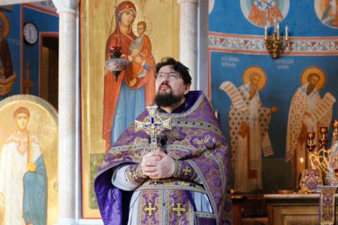 В Неделю 2-ю Великого поста первый проректор совершил Литургию в храме Воскресения Христова