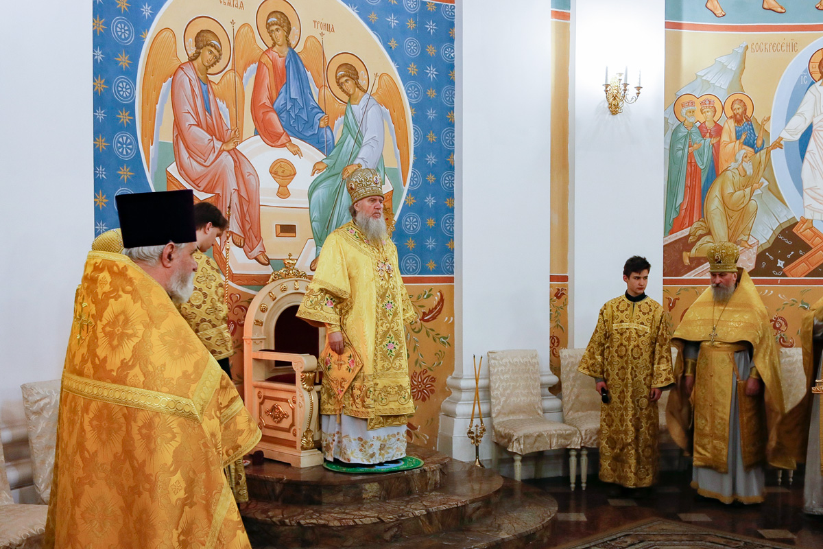 В Неделю сыропустную ректор семинарии совершил Литургию в Свято-Успенском кафедральном соборе