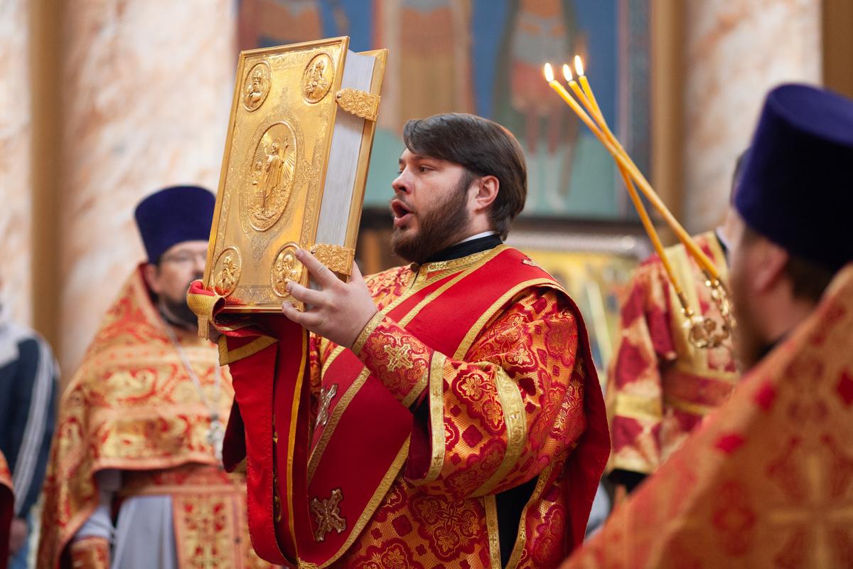 В понедельник Светлой седмицы руководство семинарии совершило Литургию в храме Воскресения Христова