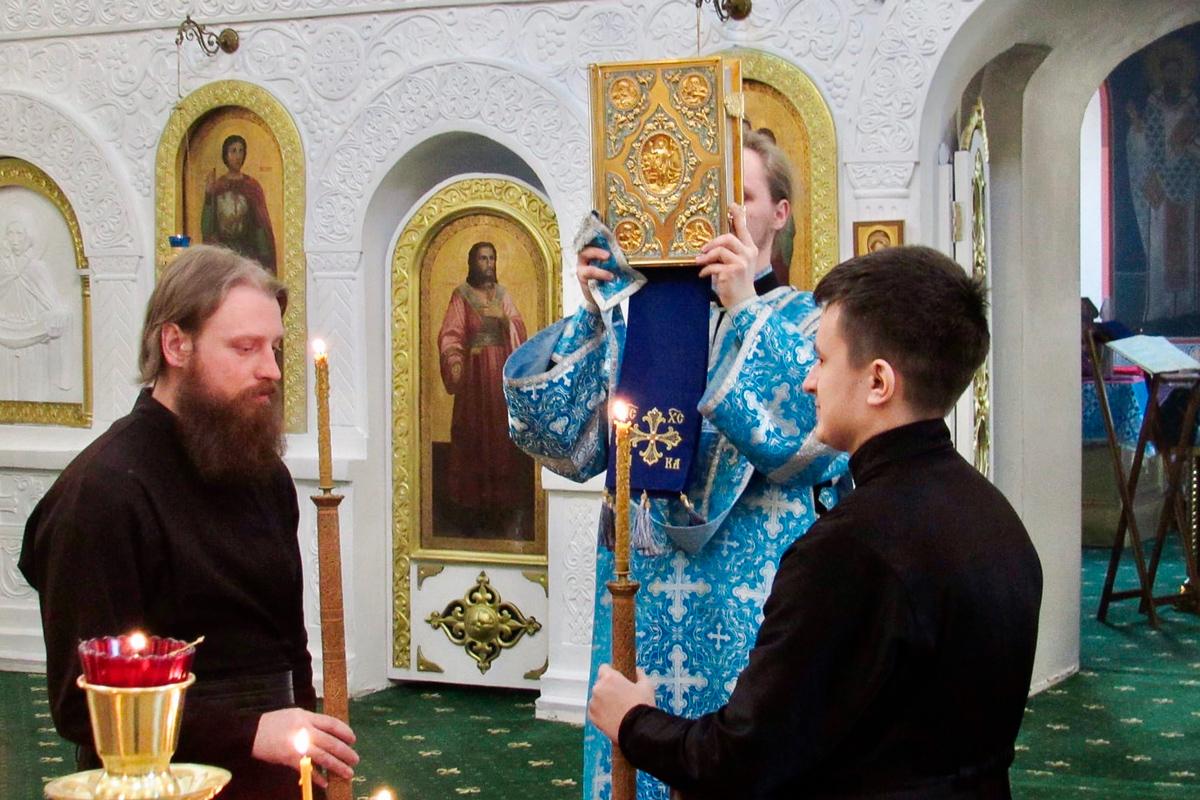 В канун праздника Благовещения Пресвятой Богородицы архимандрит Сергий (Брич) совершил всенощное бдение Свято-Троицком Марковом мужском монастыре