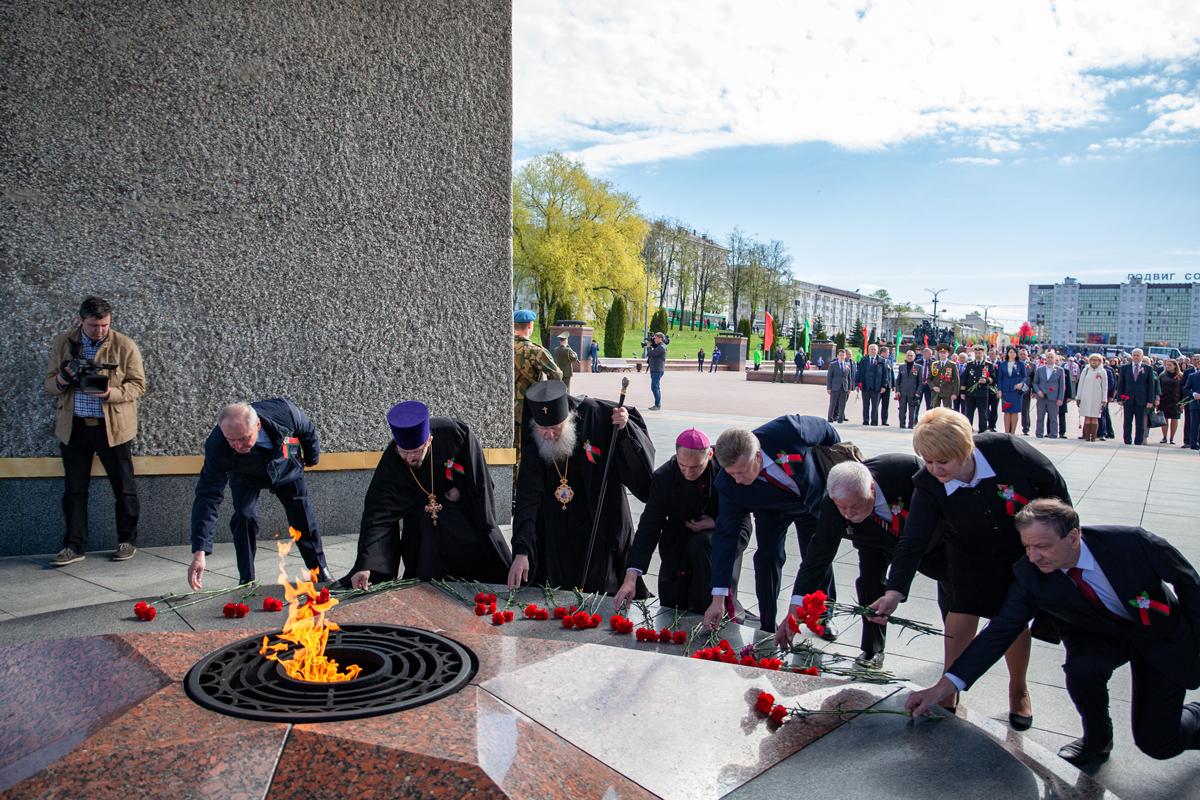 Ректор семинарии принял участие в церемонии возложения цветов и венков к мемориальному комплексу в честь советских воинов, партизан и подпольщиков Витебщины