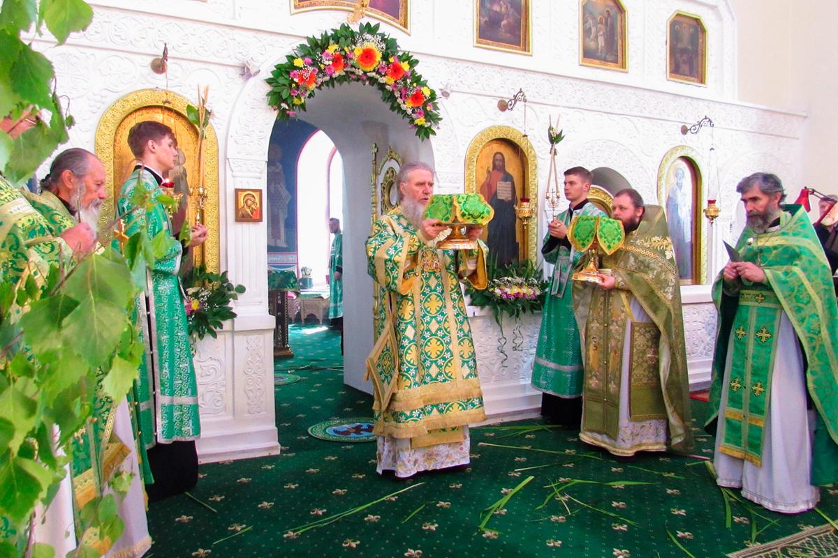В День Святой Троицы ректор семинарии совершил Литургию в Свято-Троицком Марковом монастыре города Витебска