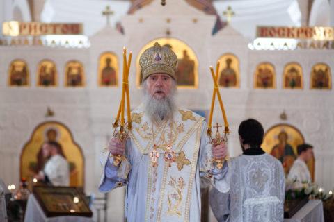 В Неделю 7-ю по Пасхе ректор семинарии возглавил Божественную литургию в Свято-Покровском соборе