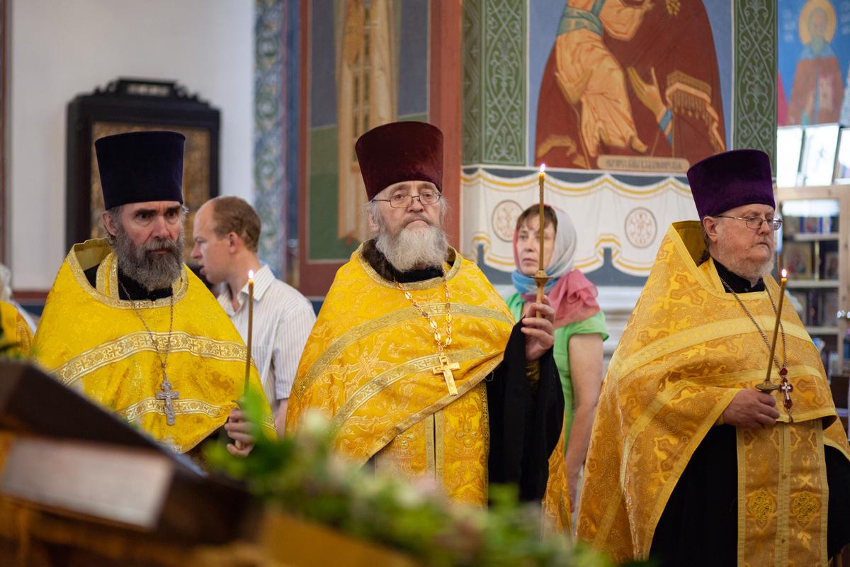 В канун Недели 2-й по Пятидесятнице ректор семинарии совершил богослужение в Свято-покровском соборе города Витебска