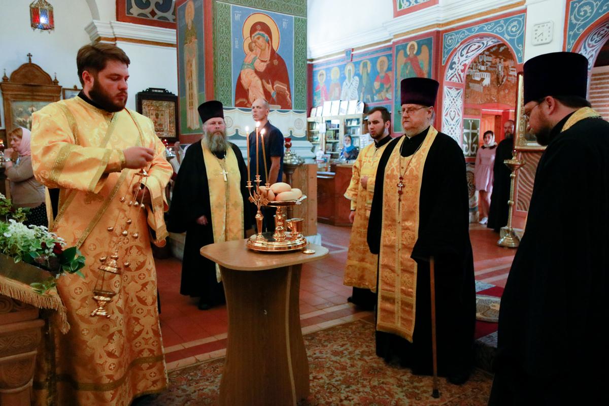 В канун Недели 3-й по Пятидесятнице ректор семинарии помолился в Свято-Покровском соборе города Витебска
