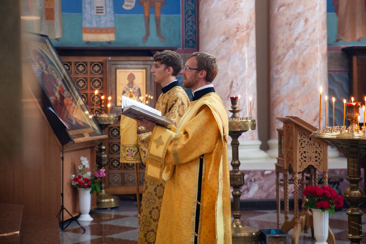 В Неделю 4-ю по Пятидесятнице ректор семинарии совершил Литургию в храме Воскресения Христова