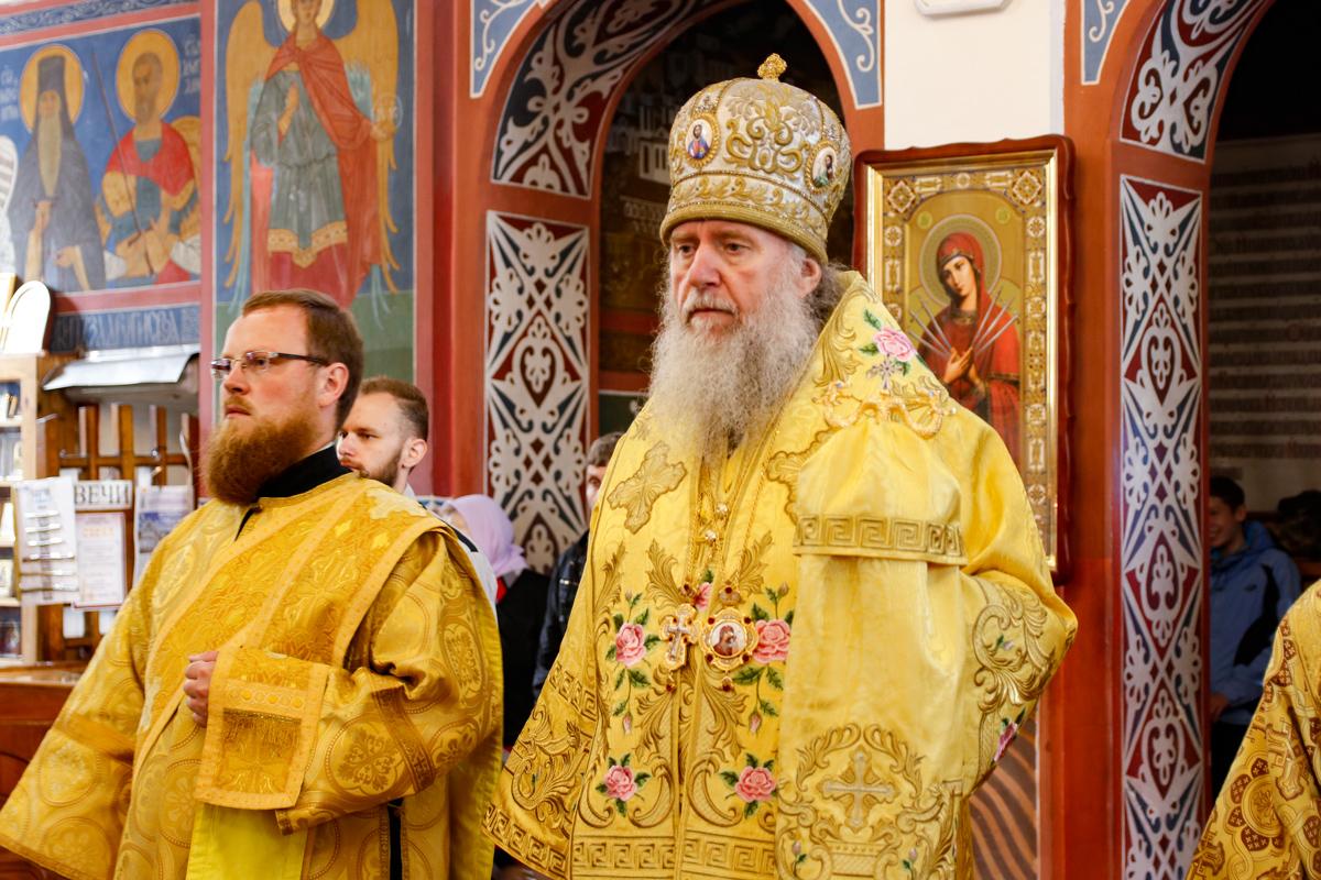 В Неделю 6-ю по Пятидесятнице ректор семинарии совершил Литургию в Свято-Покровском соборе города Витебска