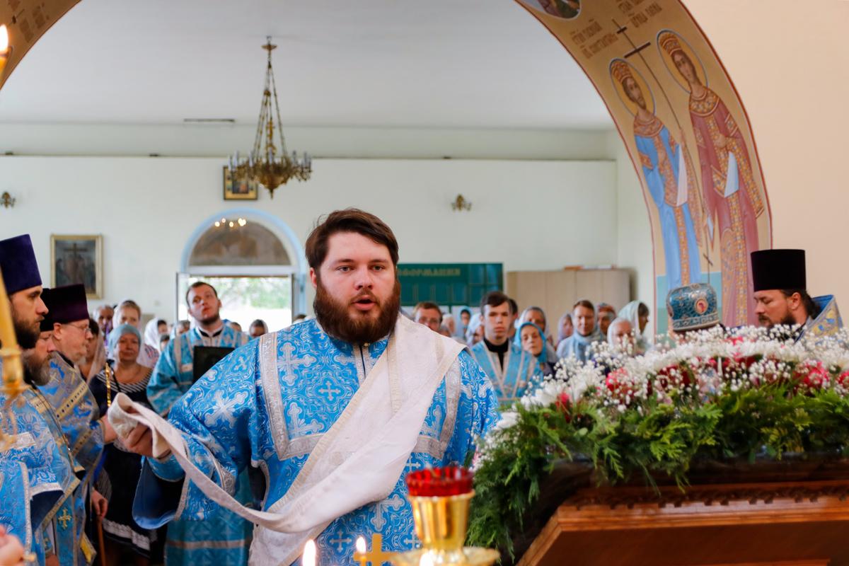 В праздник Казанской иконы Божией Матери ректор семинарии совершил Литургию в Свято-Троицком Марковом мужском монастыре