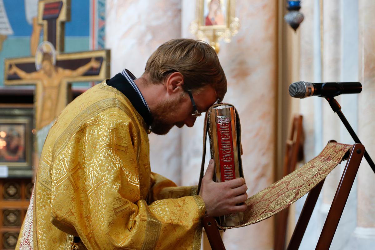 В Неделю 7-ю по Пятидесятнице первый проректор семинарии совершил Литургию в храме Воскресения Христова города Витебска