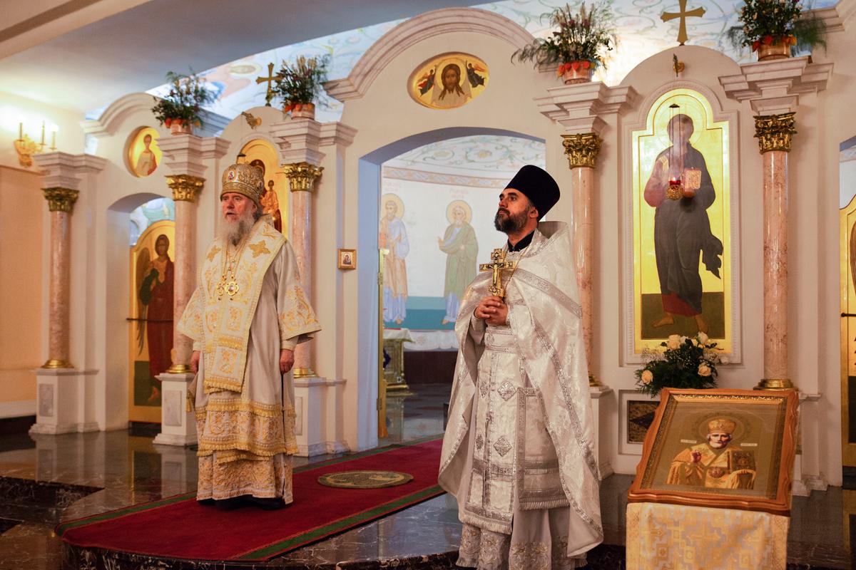 Архиерейское богослужение по случаю престольного праздника в храме Преображения Господня города Витебска