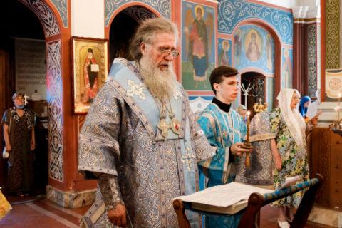 В канун дня памяти Смоленской иконы Божией Матери ректор семинарии совершил всенощное бдение в Свято-Покровском соборе города Витебска