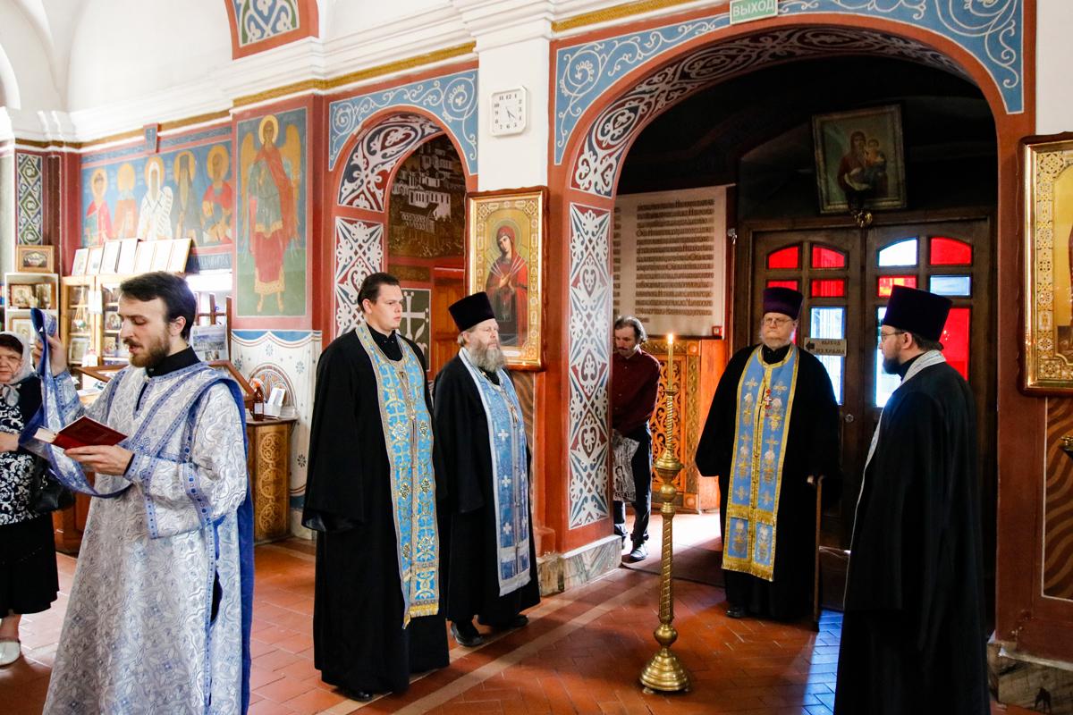 В канун Недели 12-ой по Пятидесятнице ректор семинарии совершил всенощное бдение в Свято-Покровском соборе города Витебска