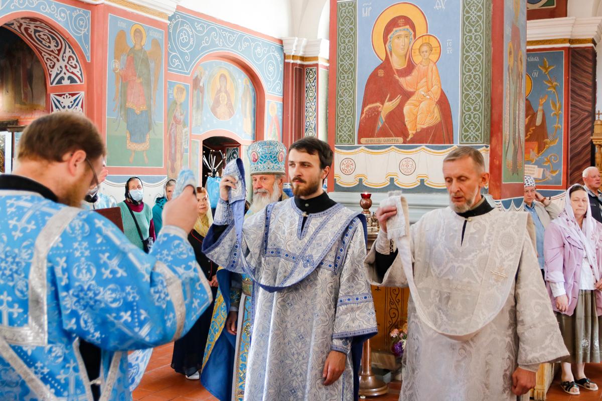 В день попразднства Успения Пресвятой Богородицы ректор семинарии совершил Литургию в Свято-Покровском соборе города Витебска