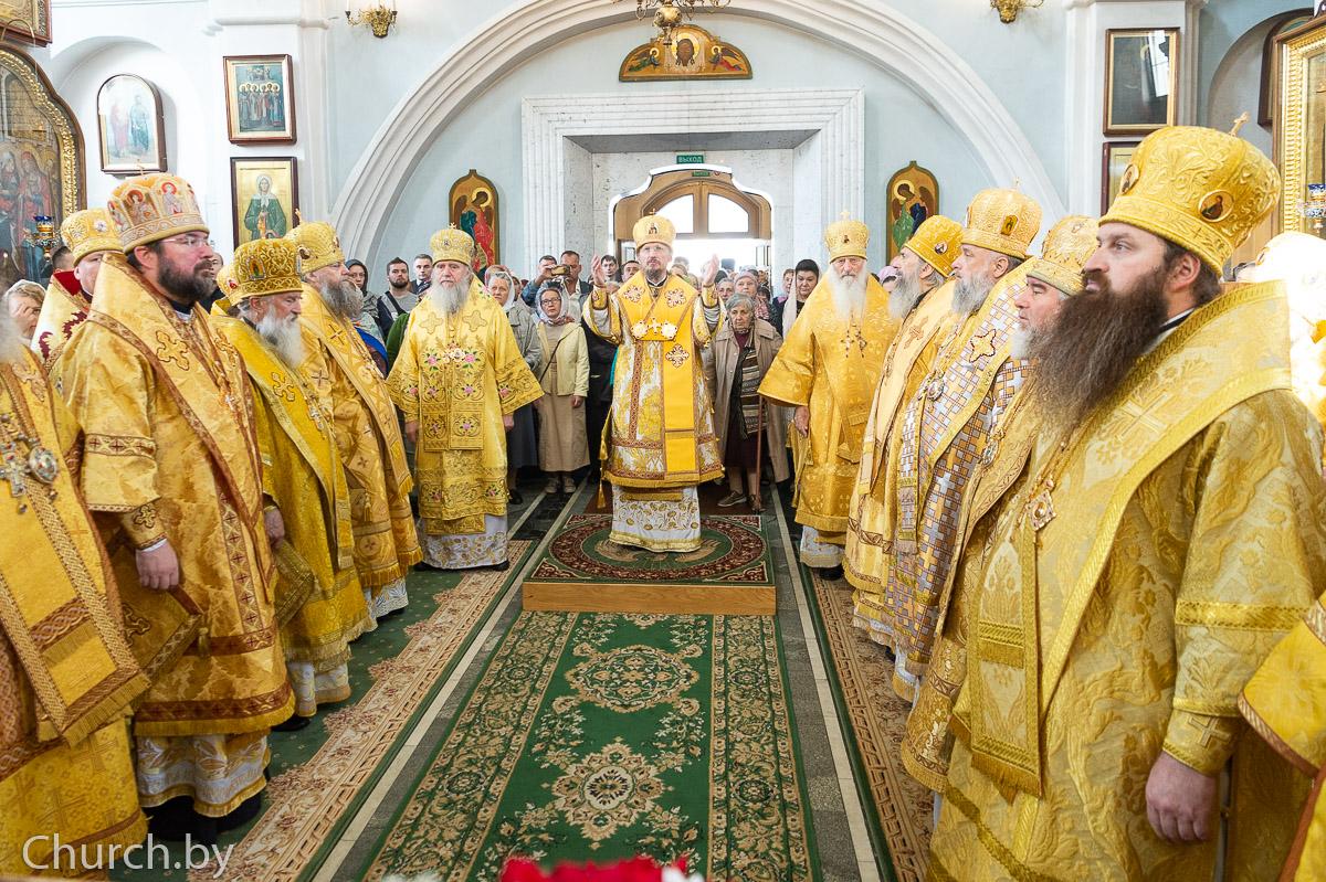 Ректор семинарии сослужил митрополиту Вениамину в Свято-Духовом кафедральном соборе города Минска