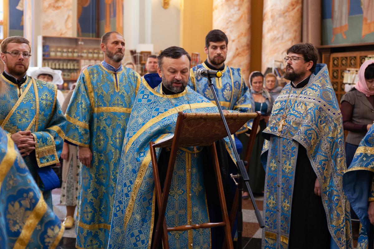 Проректорский состав семинарии совершил молебен с акафистом Успению Пресвятой Богородицы