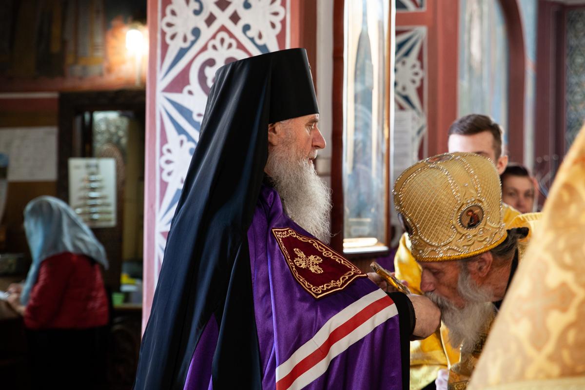 В Неделю 15-ю по Пятидесятнице ректор семинарии совершил Литургию в Свято-Покровском соборе города Витебска