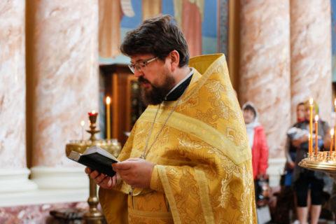 В Неделю 13-ю по Пятидесятнице первый проректор семинарии совершил Литургию в храме Воскресения Христова