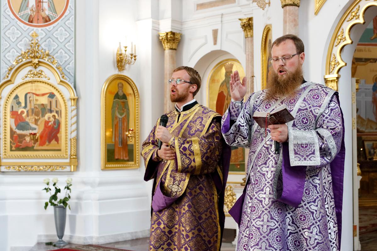 В праздник Крестовоздвижения ректор семинарии совершил Литургию в Свято-Успенском кафедральном соборе города Витебска