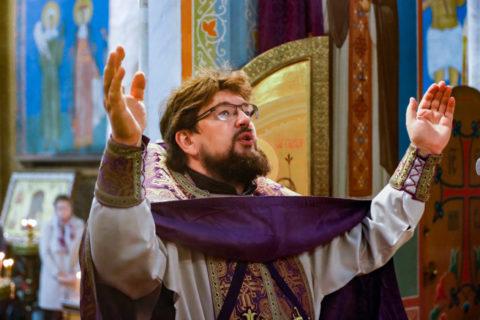 В Неделю 17-ю по Пятидесятнице первый проректор семинарии совершил Литургию в храме Воскресения Христова