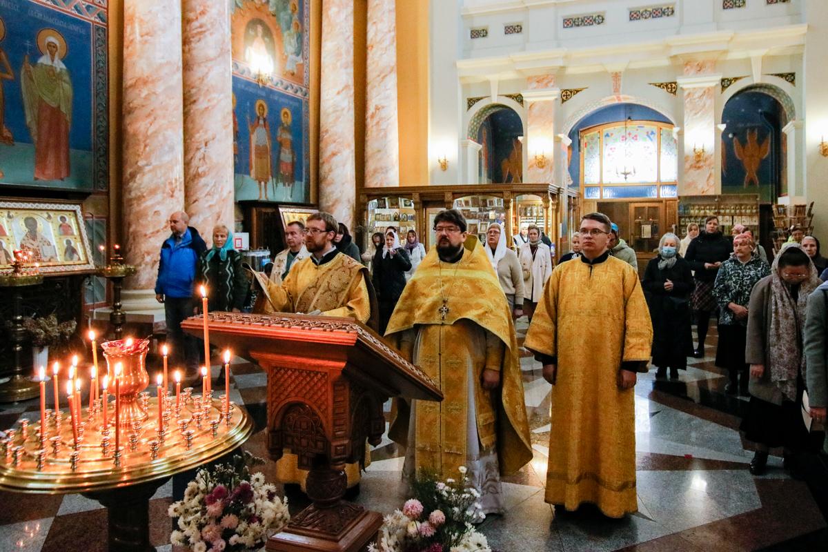 В Неделю 18-ю по Пятидесятнице первый проректор семинарии совершил Литургию в храме Воскресения Христова