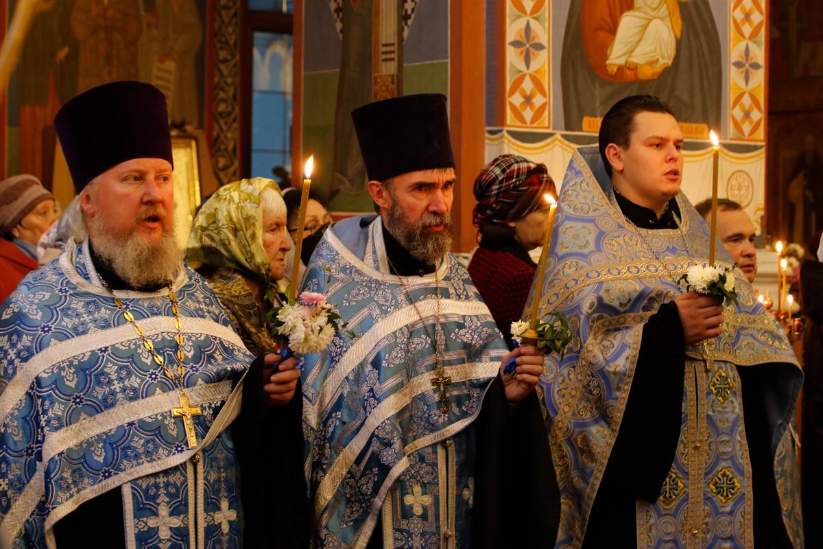 В канун праздника Покрова Пресвятой Богородицы ректор семинарии совершил всенощное бдение в Свято-Покровском соборе города Витебска