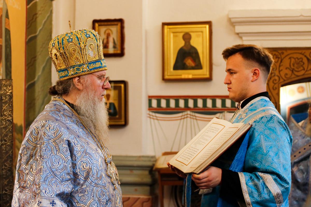 В праздник Покрова Пресвятой Богородицы ректор семинарии совершил Божественную литургию в одноименном соборе города Витебска