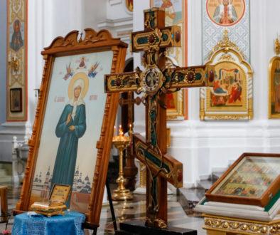 Семинаристы молитвенно поклонились мощам святых