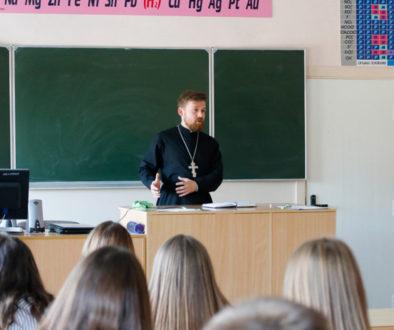 Проректор по воспитательной работе Витебской духовной семинарии провел встречи с учащимися средней школы №11 города Витебска