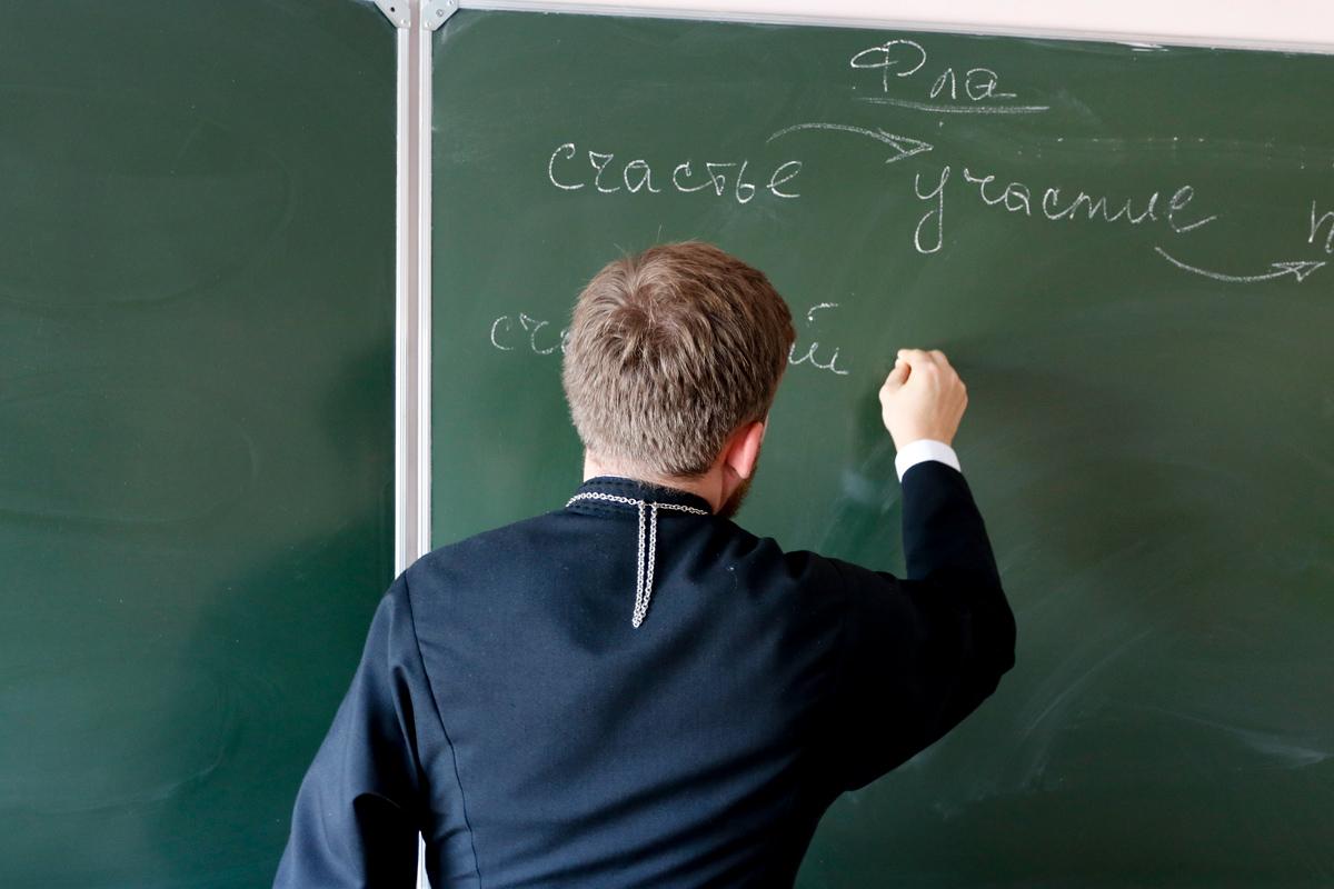 Проректор по воспитательной работе выступил перед старшеклассниками СШ №11
