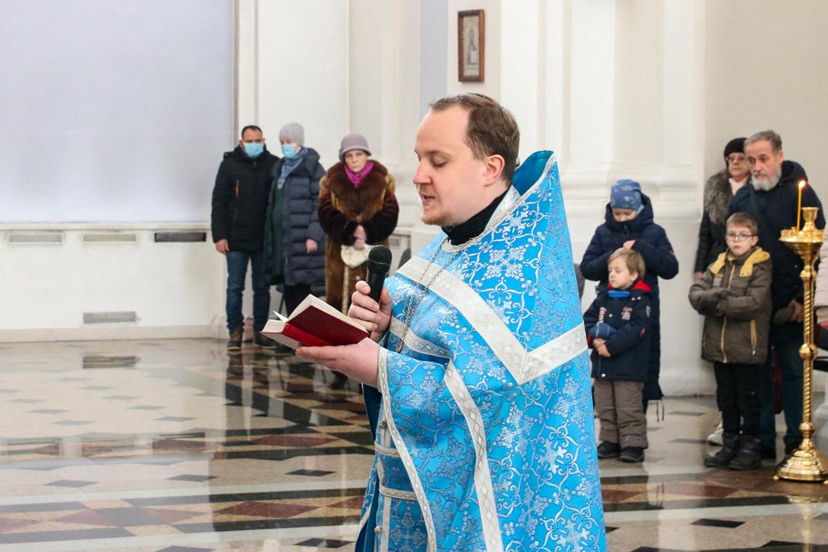 В день памяти святого благоверного великого князя Александра Невского ректор семинарии совершил Литургию в Свято-Успенском кафедральном соборе города Витебска