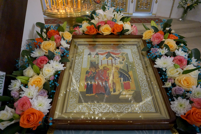 В праздник Введения во храм Пресвятой Богородицы ректор семинарии совершил богослужения в храме святой великомученицы Ирины города Москвы