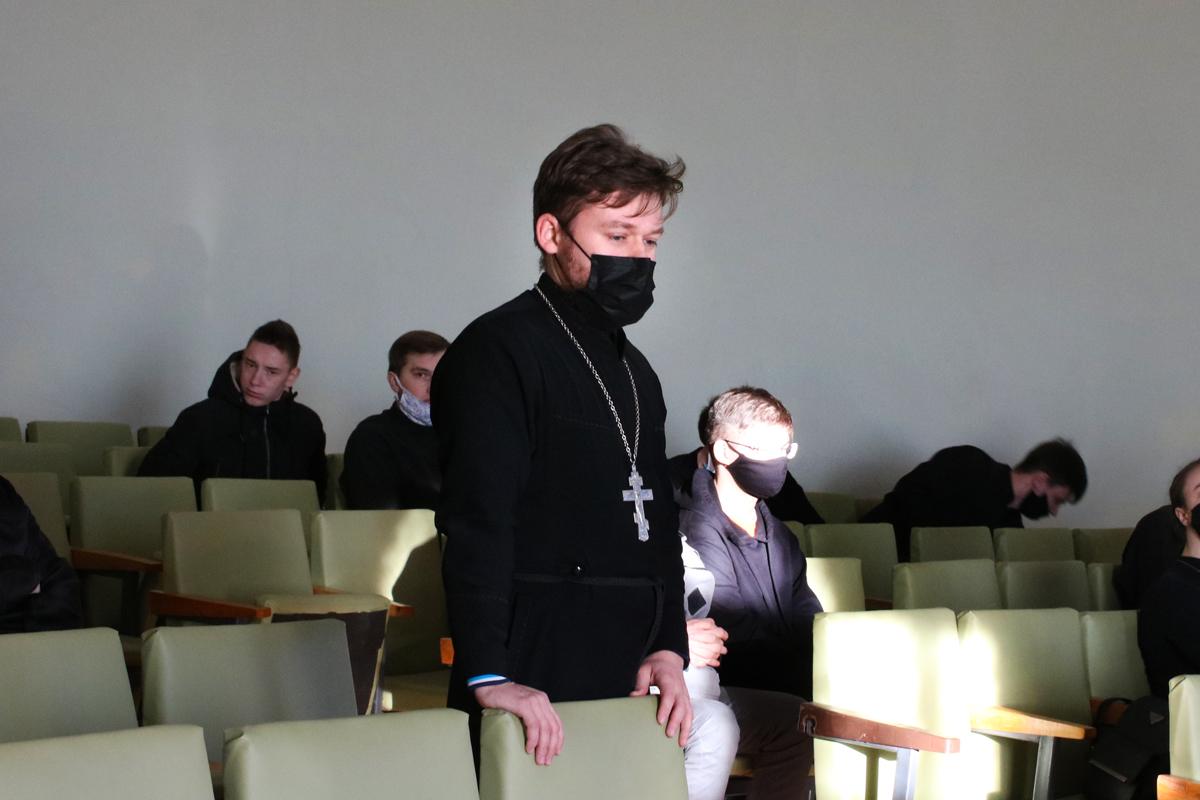 в Витебской духовной семинарии прошла дискуссия на тему «Свобода: желанная цель или тяжкий крест человека?»