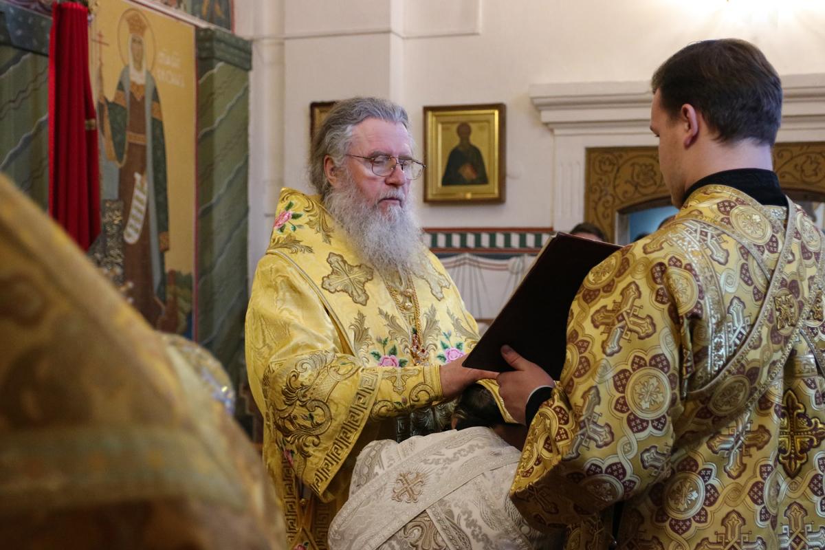 В Неделю 27-ю по Пятидесятнице ректор семинарии совершил Литургию в Свято-Покровском соборе города Витебска